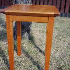 Väike puidust lauake