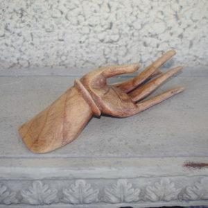 Dekoratiivne käsi (puit)